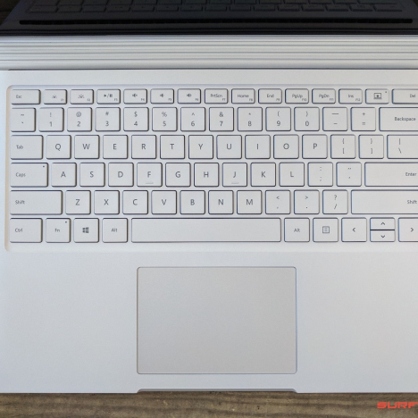 Surface Book ( i7/8GB/256GB ) 2