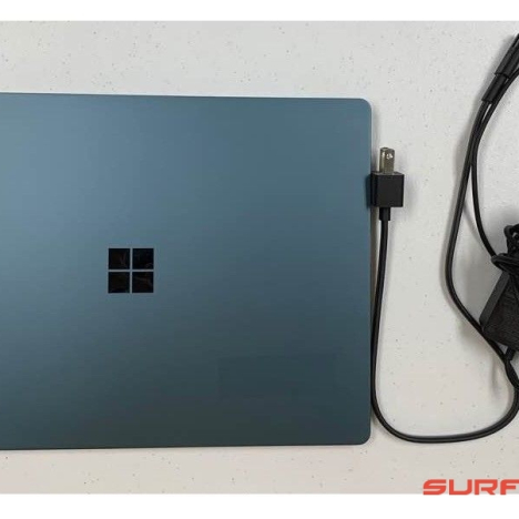 Surface Laptop ( i5/8GB/256GB ) 1