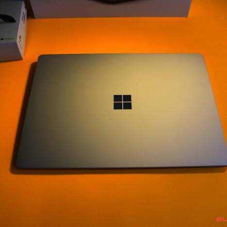 Surface Laptop 2 ( i7/16GB/512GB ) 4